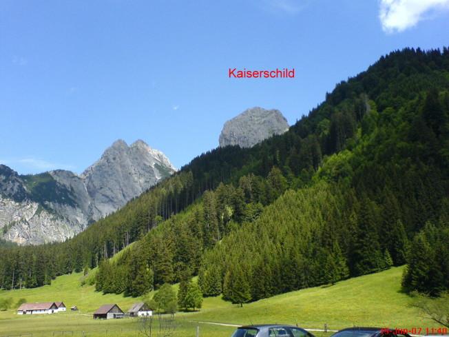 Foto: winsch / Klettersteig Tour / Kaiserschild Klettersteig / Blick vom GH Gemeindealm auf das Kaiserschild / 22.09.2009 16:42:44
