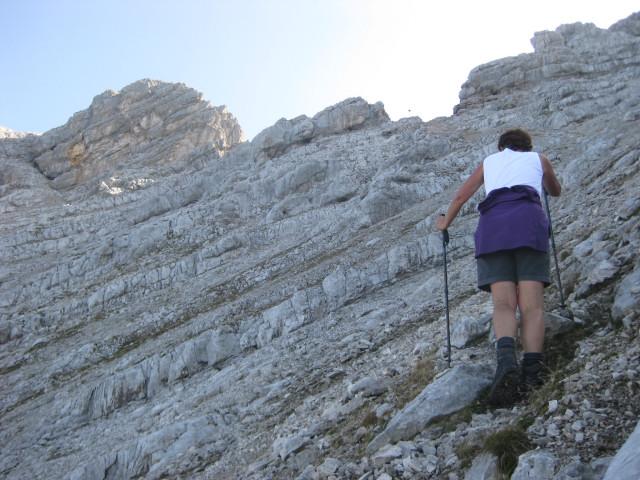 Foto: Wolfgang Lauschensky / Wander Tour / Grießner Hochbrett 2470m / die letzten Schuttmeter vor dem Grießner Rotschartl. Links das Gr.Marchenthorn / 23.09.2009 21:21:10