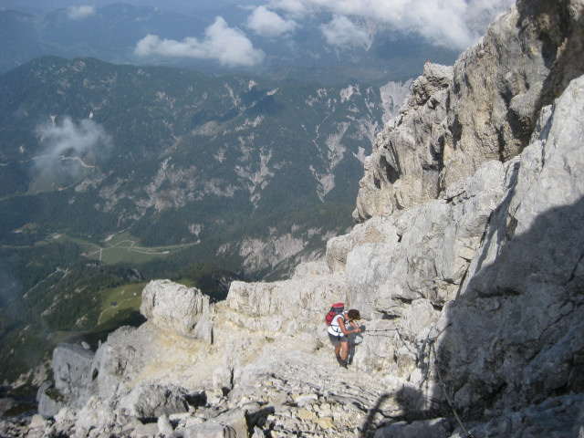 Foto: Wolfgang Lauschensky / Wander Tour / Grießner Hochbrett 2470m / ein griffiges Seil erleichtert den Schuttbänderanstieg / 23.09.2009 21:20:51