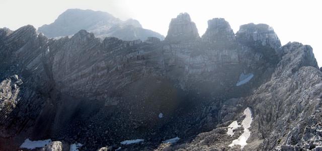 Foto: Wolfgang Lauschensky / Wander Tour / Grießner Hochbrett 2470m / die Drei Zinthörner, dahinter das Birnhorn / 23.09.2009 21:20:11