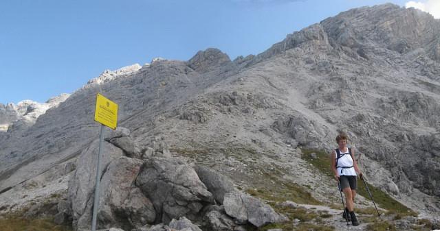 Foto: Wolfgang Lauschensky / Wander Tour / Grießner Hochbrett 2470m / entlang des Truppenübungsplatzes zum Grießner Hochbrett (rechts) / 23.09.2009 21:19:47