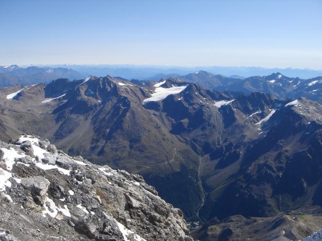 Foto: Manfred Karl / Wander Tour / Ortler über den Meranerweg / Ausblick über die Gipfel der östlichen Ortlergruppe / 24.09.2009 20:46:51