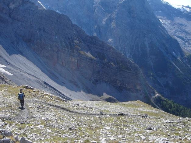 Foto: Manfred Karl / Wander Tour / Ortler über den Meranerweg / Zur Hütte zieht es sich noch etwas / 24.09.2009 20:40:42