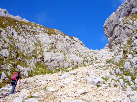 Foto: lacky / Wander Tour / Pogacnikov dom über Vrata Pass / Aufstieg zum Vrata Pass / 26.09.2009 11:34:41