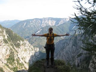 Foto: AbsolutAlpin.at / Wander Tour / Schneeberg - Rax - Überschreitung in 2 Tagen / Ausblick in das große Höllental vom Alpenvereinssteig / 29.09.2009 11:49:37