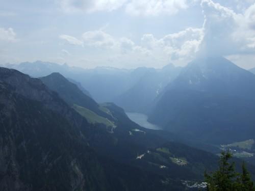 Foto: hofchri / Wander Tour / Hoher Göll (2522 m) - Runde Mannlsteig (B/C) und Schustersteig (A/B) / Blick vom Kehlsteinhaus zum Königssee mit Watzmann / 01.10.2009 20:39:30