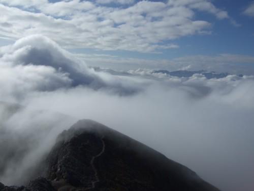 Foto: hofchri / Wander Tour / Hoher Göll (2522 m) - Runde Mannlsteig (B/C) und Schustersteig (A/B) / Wolkenstimmung am Göll / 01.10.2009 20:50:50