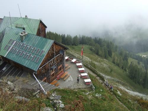 Foto: hofchri / Wander Tour / Hoher Göll (2522 m) - Runde Mannlsteig (B/C) und Schustersteig (A/B) / das Purtschellerhaus / 01.10.2009 20:53:26
