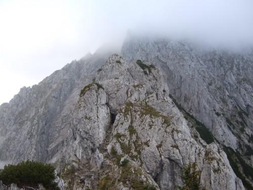 Foto: hofchri / Wander Tour / Hoher Göll (2522 m) - Runde Mannlsteig (B/C) und Schustersteig (A/B) / der Mannlgrat in Nebel gehüllt / 01.10.2009 20:45:06