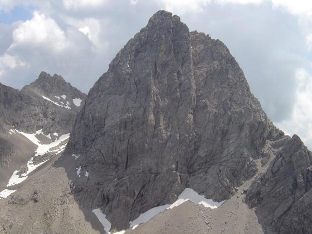 Foto: Manfred Karl / Kletter Tour / Klaus-Waldner-Gedenkweg auf den Simonskopf / Simonskopf: Links der Gipfelfallinie führt die Route über die Plattenwand empor / 03.10.2009 13:49:26