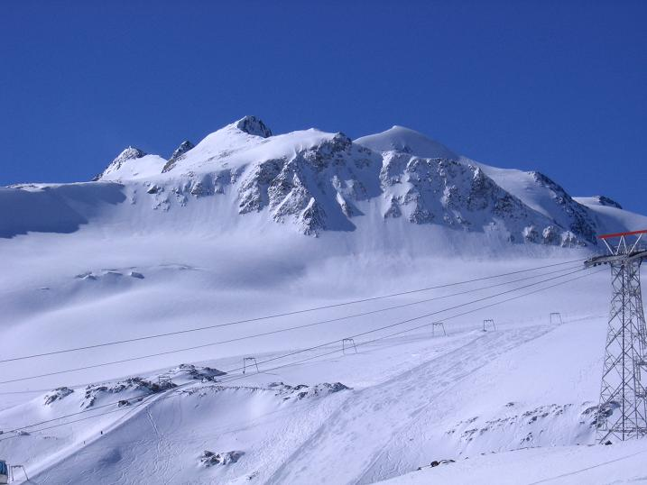 Foto: Andreas Koller / Wander Tour / Über das Mittelbergjoch auf die Wildspitze (3770m) / Die Wildspitze über dem Pitztaler Gletscherskigebiet / 05.10.2009 02:05:58