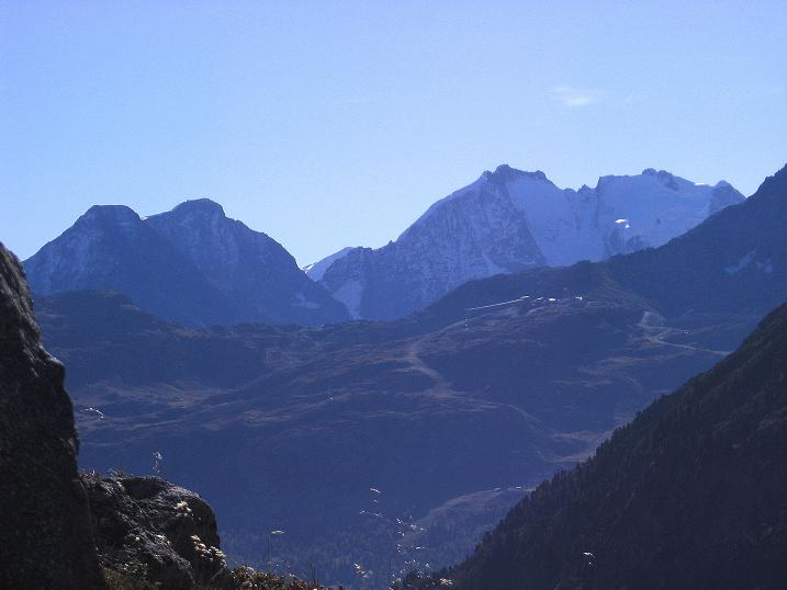 Foto: Andreas Koller / Wander Tour / Hoch über St. Moritz auf den Piz Julier (3380 m) / Piz Bernina (4049 m) / 07.10.2009 20:40:42