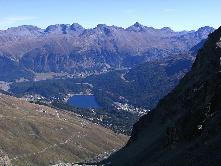 Foto: Andreas Koller / Wander Tour / Hoch über St. Moritz auf den Piz Julier (3380 m) / St. Moritz, darüber der Piz Languard (3262 m -> siehe www.alpintouren.com) / 07.10.2009 20:32:57