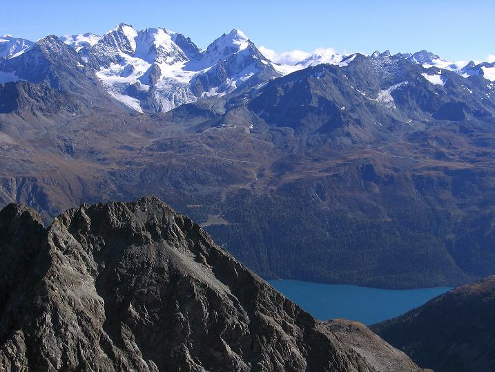 Foto: Andreas Koller / Wander Tour / Hoch über St. Moritz auf den Piz Julier (3380 m) / Blick in die Berninagruppe (4049 m) / 07.10.2009 20:20:24