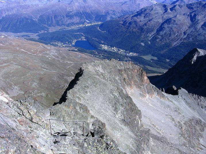 Foto: Andreas Koller / Wander Tour / Hoch über St. Moritz auf den Piz Julier (3380 m) / Blick über den SO-Grat nach St.Moritz / 07.10.2009 20:15:13