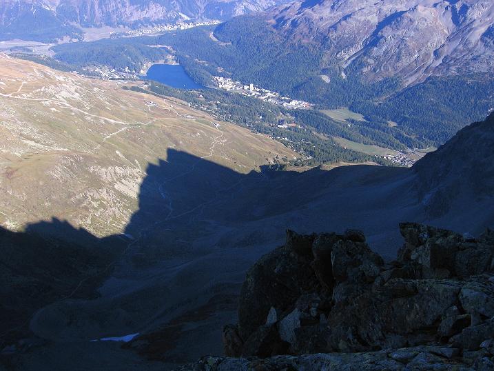 Foto: Andreas Koller / Wander Tour / Hoch über St. Moritz auf den Piz Julier (3380 m) / Blick auf St. Moritz / 07.10.2009 20:13:58