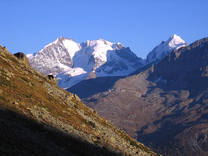 Foto: Andreas Koller / Wander Tour / Hoch über St. Moritz auf den Piz Julier (3380 m) / Piz Bernina (4049 m) mit Biancograt und Piz Rosegg (3937 m) / 07.10.2009 20:10:36