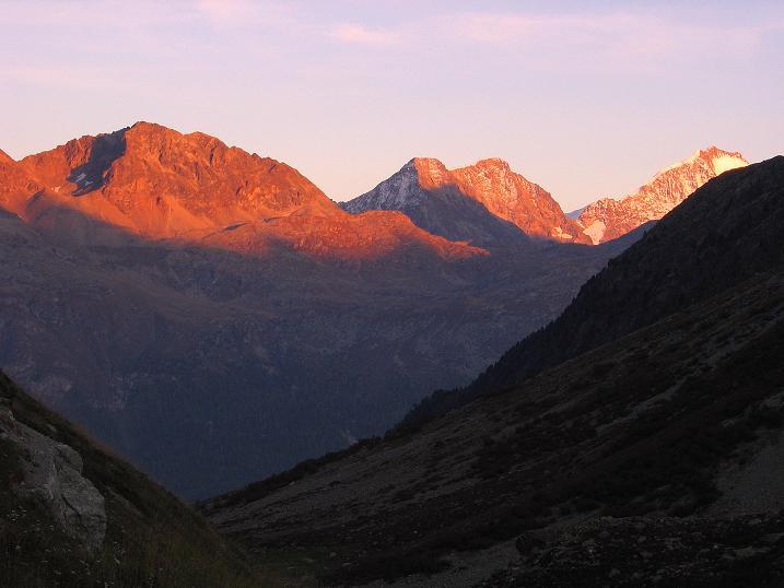 Foto: Andreas Koller / Wander Tour / Hoch über St. Moritz auf den Piz Julier (3380 m) / Sonnenuntergang am Piz Bernina (4049 m) / 07.10.2009 20:09:17