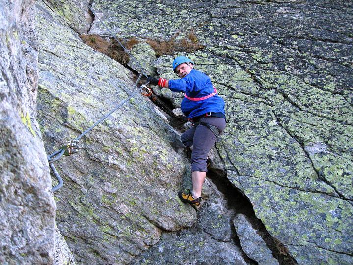 Foto: Andreas Koller / Klettersteig Tour / Klettersteig Silvapark (2671 m) / In der Einstiegsverschneidung / 10.10.2009 14:41:34