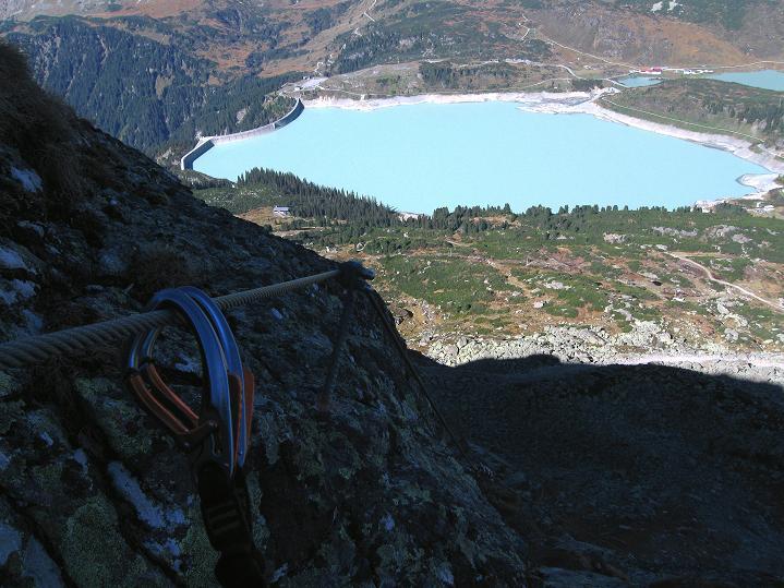 Foto: Andreas Koller / Klettersteig Tour / Klettersteig Silvapark (2671 m) / Immer im Blickfang: der Kops-Stausee / 10.10.2009 14:36:09