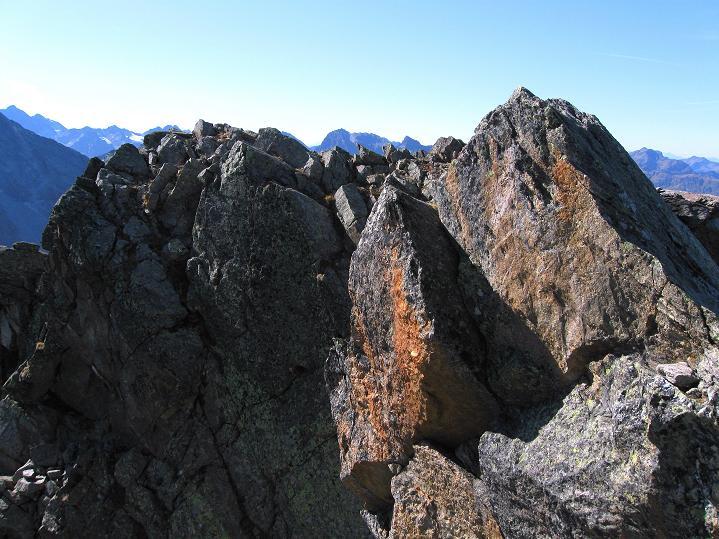 Foto: Andreas Koller / Klettersteig Tour / Klettersteig Silvapark (2671 m) / Der ein paar wenige Meter höhere SW-Gipfel (kann in 2 Min. vom Ausstieg erstiegen) werden / 10.10.2009 14:30:35