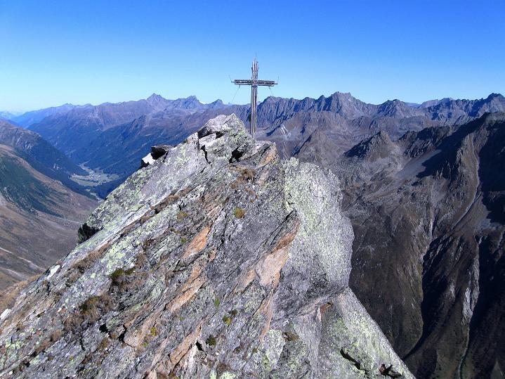 Foto: Andreas Koller / Klettersteig Tour / Klettersteig Silvapark (2671 m) / Der kleine Gipfel der Ballunspitze / 10.10.2009 14:28:21