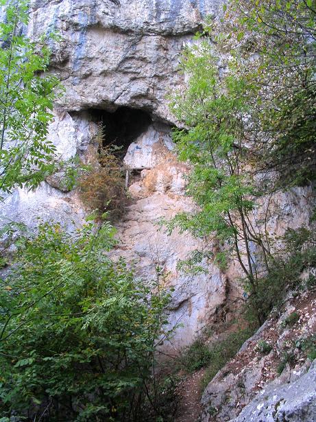 Foto: Andreas Koller / Klettersteig Tour / Frauenluckensteig und Völlerinsteig (892m) / Frauenlucken - deutlich ist die Höhle erkennbar / 10.10.2009 00:47:50
