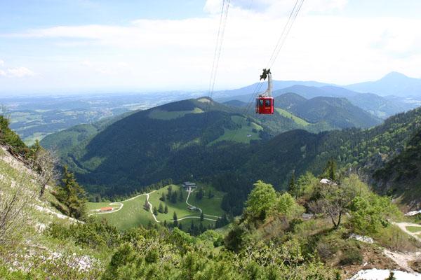 Foto: Christian Schickmayr / Wander Tour / Hochfelln über Weißachental / Die Hochfelln-Seilbahn über der Bründling-Alm / 09.10.2009 09:36:20