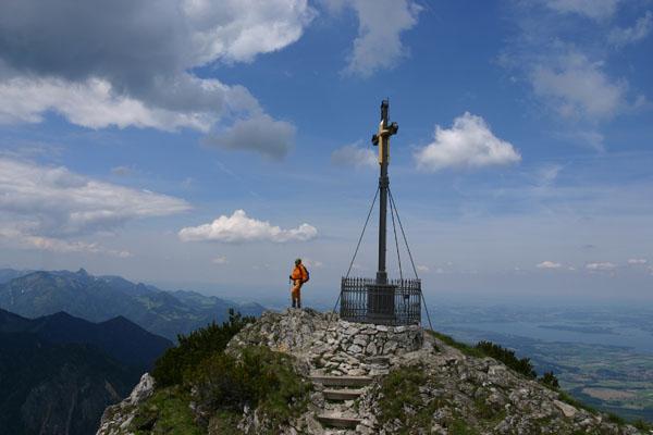 Foto: Christian Schickmayr / Wander Tour / Hochfelln über Weißachental / Das Gipfelkreuz des Hochfelln / 09.10.2009 09:32:50