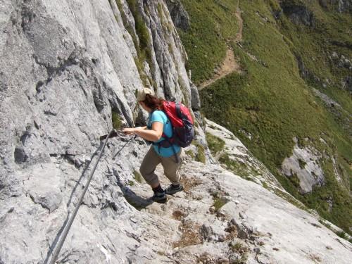 Foto: hofchri / Wandertour / Schafberg (1782 m) - Runde Purtscheller (B) - und Himmelspfortensteig (A) / Abstieg über seilversichete Felsstufen / 10.10.2009 20:15:41
