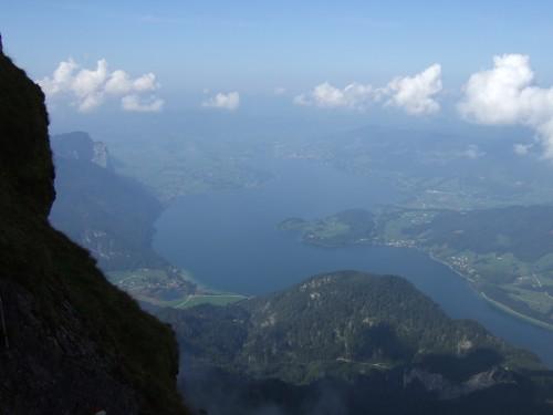 Foto: hofchri / Wandertour / Schafberg (1782 m) - Runde Purtscheller (B) - und Himmelspfortensteig (A) / tolle Tiefblicke zum Mondsee / 10.10.2009 20:18:12
