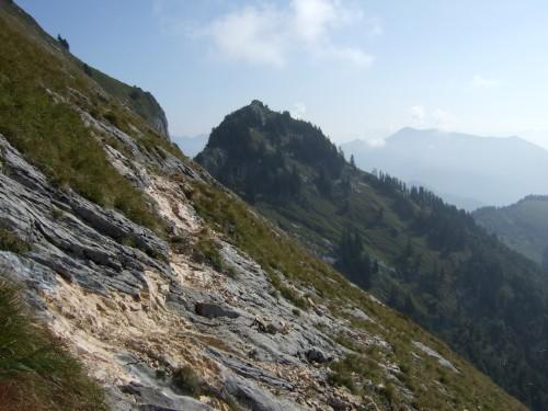 Foto: hofchri / Wandertour / Schafberg (1782 m) - Runde Purtscheller (B) - und Himmelspfortensteig (A) / dem Fels wurde etwas nachgeholfen / 10.10.2009 20:14:08