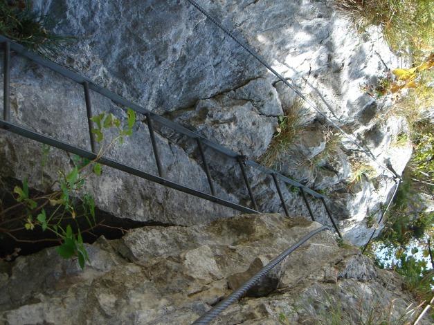 Foto: Manfred Karl / Klettersteig Tour / Klettersteig Burgstall / Die erste Leiter nach dem Eck / 13.10.2009 21:49:33