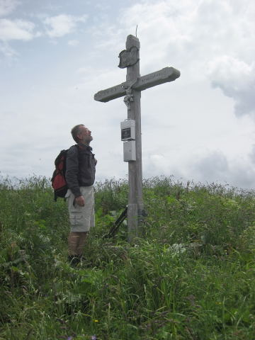 Foto: Wolfgang Lauschensky / Wander Tour / Holzeck - Königsberghorn / knorriges Königsberghorn - Gipfelkreuz / 17.10.2009 16:00:48
