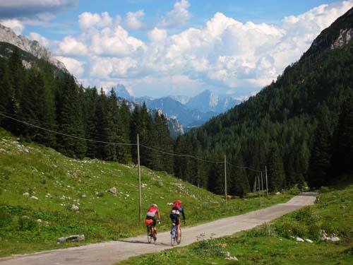 Foto: Bernhard Berger / Rad Tour / Rennradrunde durch die Karnischen- und Julischen Alpen / Am Lanzenpaß (Foto Christian Wührer) / 20.10.2009 20:35:14