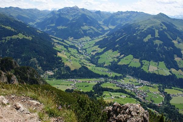 Foto: bergsepp / Mountainbike Tour / Bergwandertouren mit dem Alpinroller in Bergbahnnähe,  mind. ein 3 Tageskurs zum anlernen / Blick von der Gratlspitz in`s innere Alpbachtal, rechts das Wiedersbergerhorn bis hinein zu den Sagtalerspitzen, unser Tourenziel / 18.10.2009 01:04:55