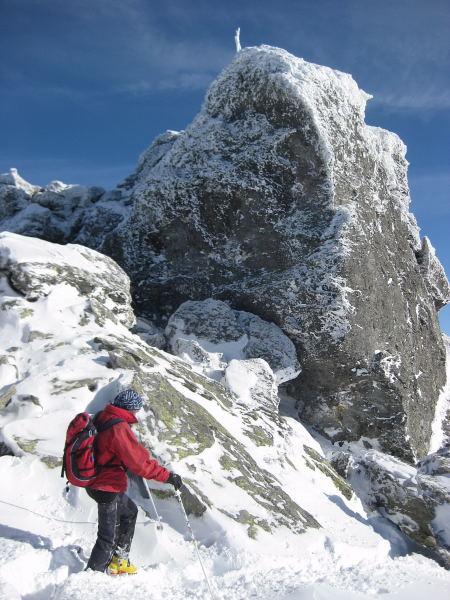 Foto: Wolfgang Lauschensky / Ski Tour / Pfaffenbichl 2431m / der Gipfelfels wird rechts umstiegen / 18.10.2009 18:11:55