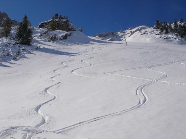 Foto: Manfred Karl / Ski Tour / Gamsleitenspitze, 2359 m / Abfahrt im unteren Teil der Piste / 21.10.2009 21:23:30