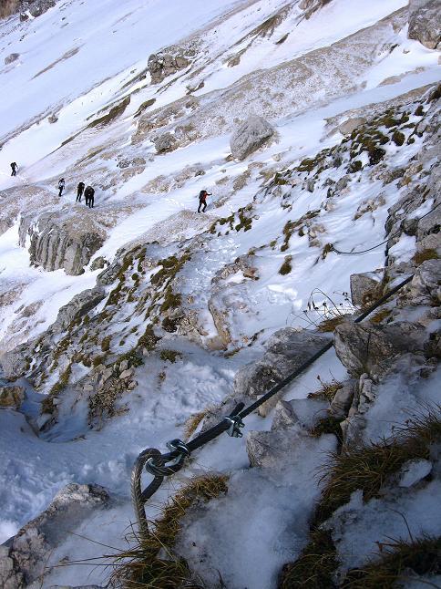 Foto: Andreas Koller / Klettersteig Tour / Leiternweg durch die Südwand auf den Montasch (2753m) / Blick hinab zum Einstieg / 27.10.2009 22:16:52