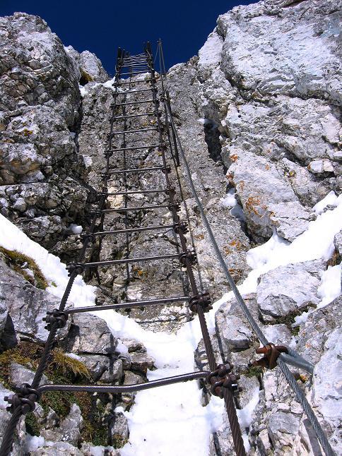 Foto: Andreas Koller / Klettersteig Tour / Leiternweg durch die Südwand auf den Montasch (2753m) / Die 70m hohe leiternpassage / 27.10.2009 22:13:35