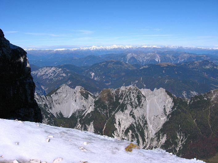Foto: Andreas Koller / Klettersteig Tour / Leiternweg durch die Südwand auf den Montasch (2753m) / Die verschneiten Hohen Tauern / 27.10.2009 22:11:54