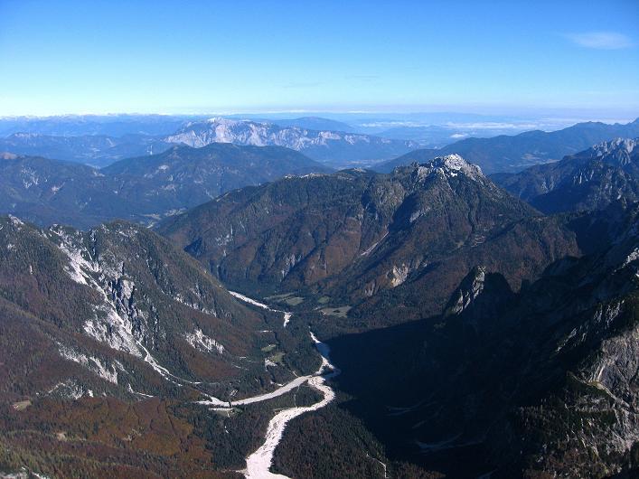 Foto: Andreas Koller / Klettersteig Tour / Leiternweg durch die Südwand auf den Montasch (2753m) / Blick zum Dobratsch in Kärnten (2166 m) / 27.10.2009 22:11:37