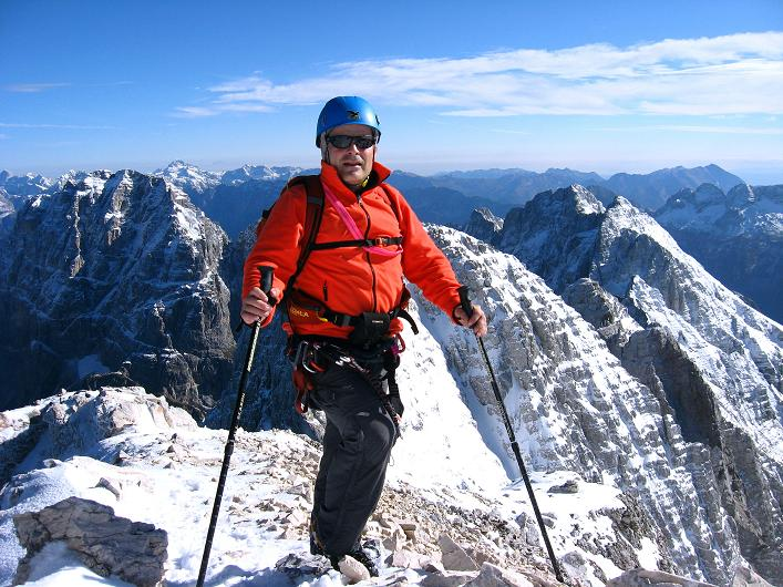 Foto: Andreas Koller / Klettersteig Tour / Leiternweg durch die Südwand auf den Montasch (2753m) / Am Grat / 27.10.2009 22:09:14