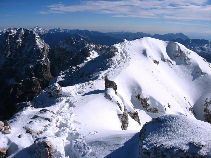 Foto: Andreas Koller / Klettersteig Tour / Leiternweg durch die Südwand auf den Montasch (2753m) / Über den verschneiten Grat / 27.10.2009 22:08:48
