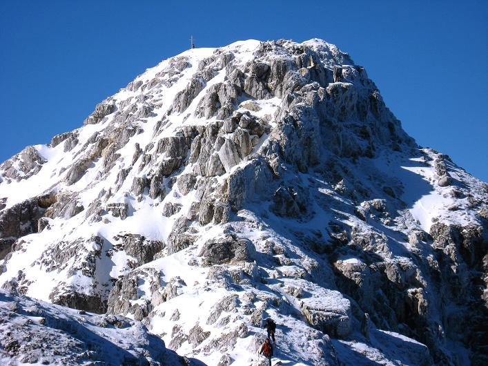 Foto: Andreas Koller / Klettersteig Tour / Leiternweg durch die Südwand auf den Montasch (2753m) / Der Gipfelaufbaudes Montasch / 27.10.2009 22:07:14