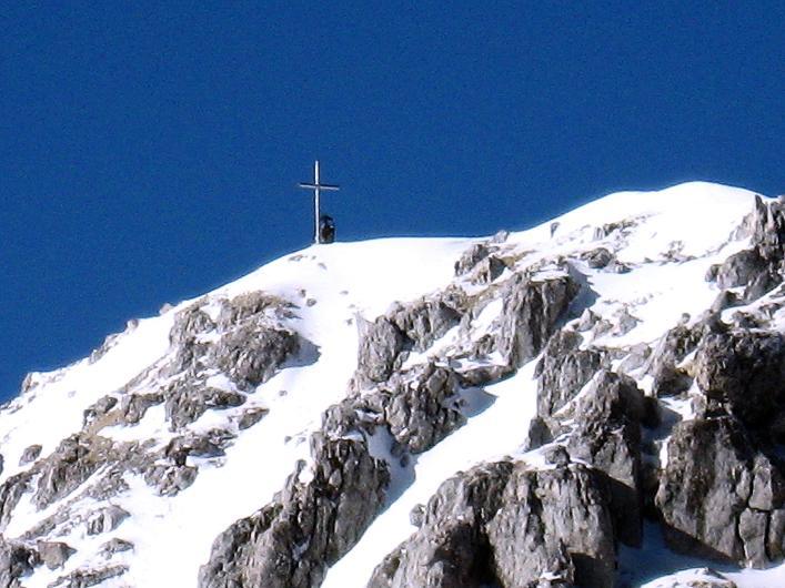 Foto: Andreas Koller / Klettersteig Tour / Leiternweg durch die Südwand auf den Montasch (2753m) / Weit ist es nicht mehr zum Gipfelkreuz / 27.10.2009 22:06:54