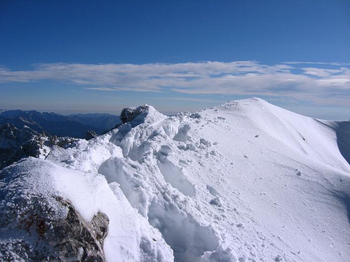 Foto: Andreas Koller / Klettersteig Tour / Leiternweg durch die Südwand auf den Montasch (2753m) / Am verschneiten Grat / 27.10.2009 22:05:47