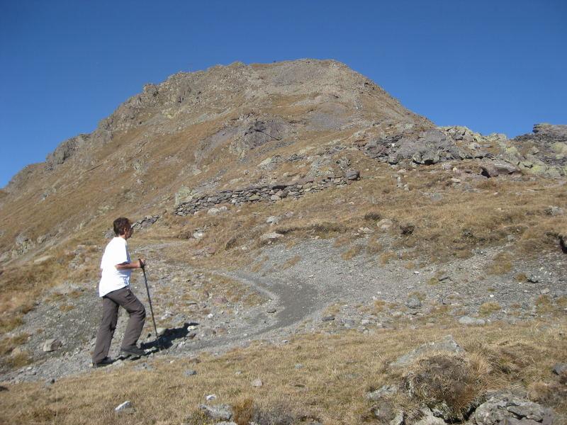 Foto: Wolfgang Lauschensky / Wander Tour / Col Quaterna oder Knieberg 2503m / die Gipfelflanke kurz vor der Sella Quaterna / 30.10.2009 18:57:17
