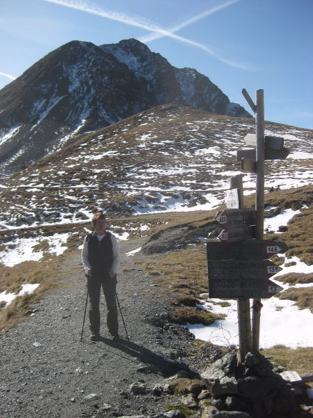 Foto: Wolfgang Lauschensky / Wander Tour / Col Quaterna oder Knieberg 2503m / Wegekreuzung Passo Silvella / 30.10.2009 18:55:28