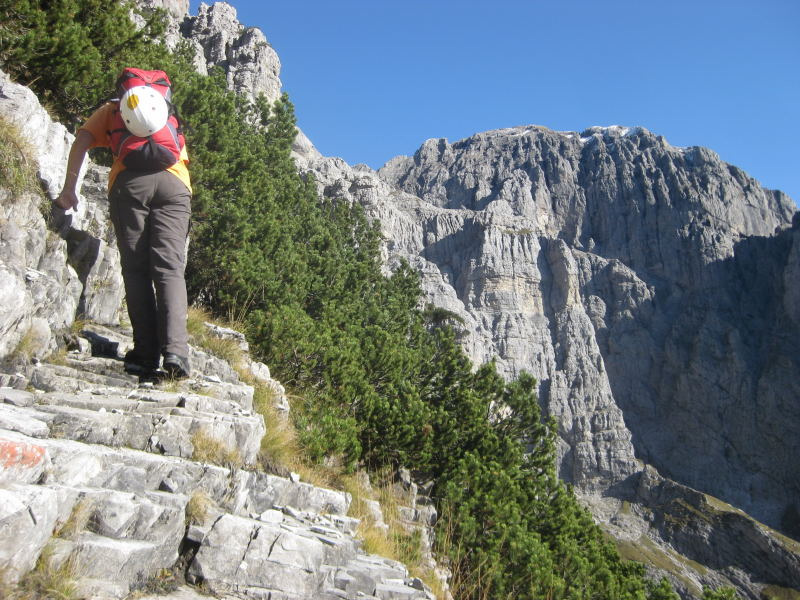 Foto: Wolfgang Lauschensky / Klettersteig Tour / Monte Schiara - Überschreitung Ferr. Sperti - Berti - Marmol / Spertizustieg mit Monte Pelf-Blick / 31.10.2009 00:59:53